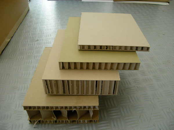 le carton du d chet l 39 objet. Black Bedroom Furniture Sets. Home Design Ideas